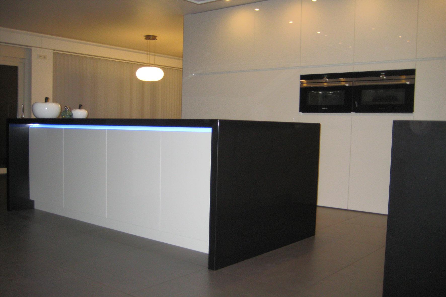 Flex Design Keukens : Keuken – Verdoken deur/ hoogglans/ composiet ...