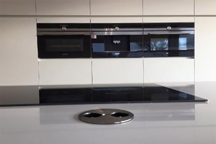 Keuken – wit en zwart mat laminaat/ composiet – flex design